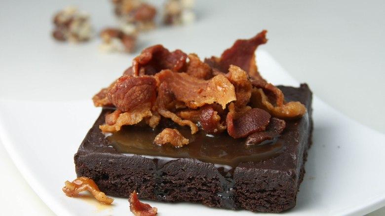 Brownie de chocolate com bacon